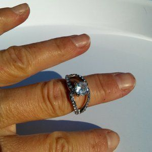 Women`s silver tone crystal ring. Size 7.